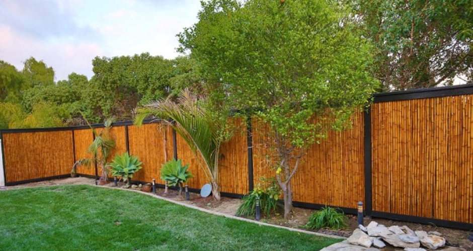 How to Erect a Garden Fence